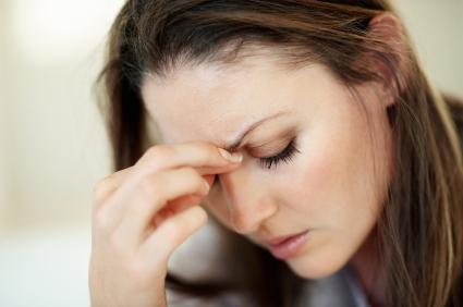 Photo de femme souffrant d'un mal de tête